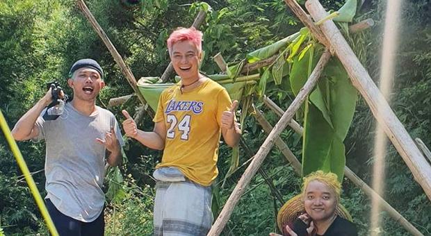 Di Pulau Terpencil China, Baim Wong Dirikan Rumah dari Kayu dan Daun